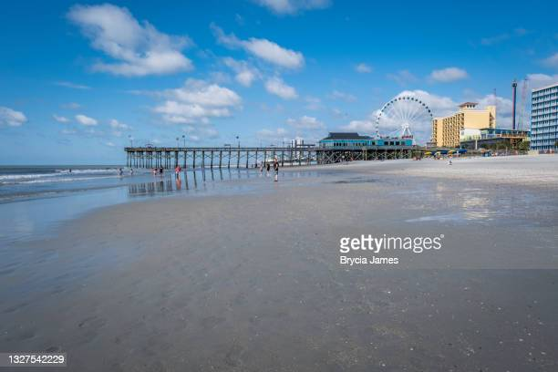 pier 14  on myrtle beach - brycia james stock pictures, royalty-free photos & images