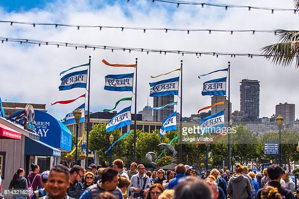 ピア 39 でサンフランシスコ - サンフランシスコ金融地区 ストックフォトと画像