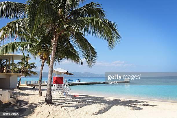 Pier und Strand in Arzt-Höhle Strand in Jamaika