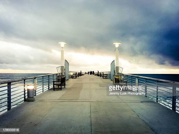 pier at sunset in hermosa beach - hermosa beach stock pictures, royalty-free photos & images
