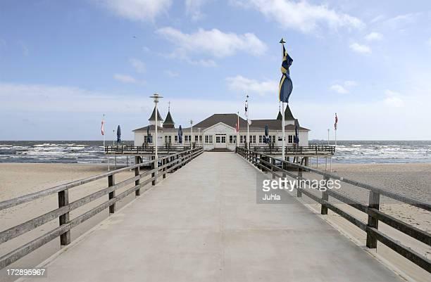 バルト海の桟橋 - ウセドム ストックフォトと画像