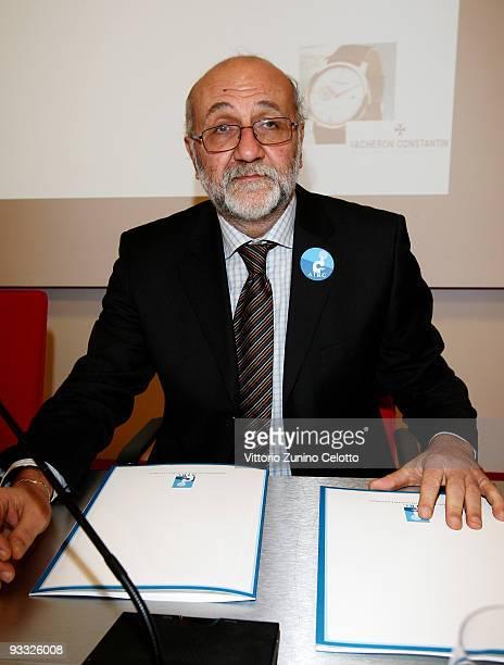 Pier Giuseppe Pelicci attends the 'Non vedo l'ora di battere il cancro' press conference on November 23 2009 in Milan Italy