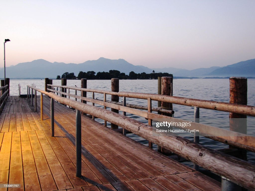 Pier On Lake : Stock-Foto