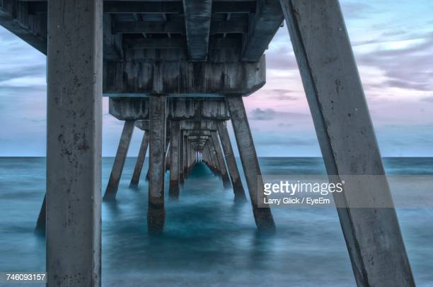 pier on sea against sky - delray beach stock pictures, royalty-free photos & images