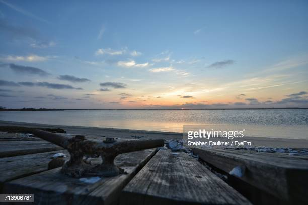 pier on sea at sunset - wantagh stock pictures, royalty-free photos & images