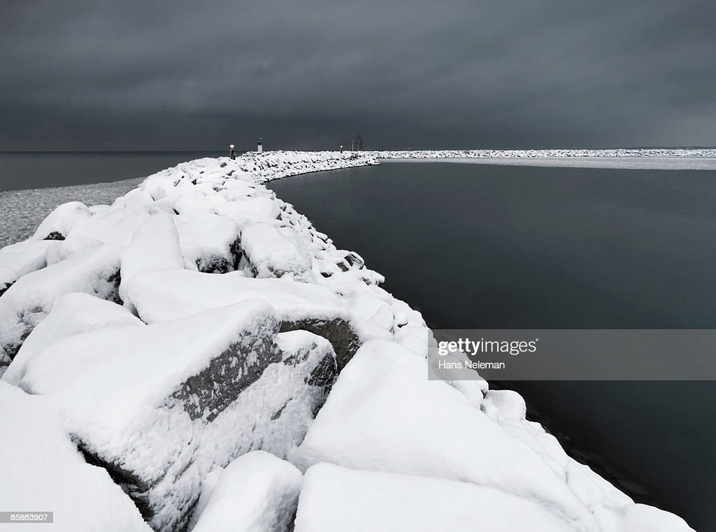 A pier on the shore of Lake Ontario after a storm. : Stock-Foto