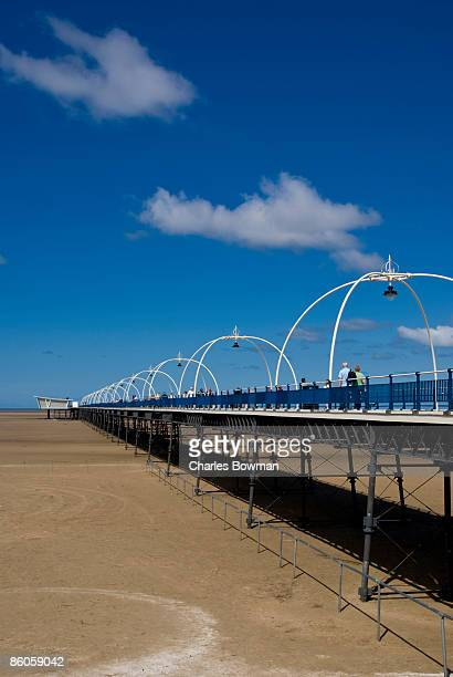pier over beach - イングランド サウスポート ストックフォトと画像