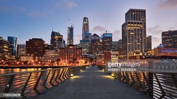 pier to san francisco financial district - san francisco financial district stock pictures, royalty-free photos & images