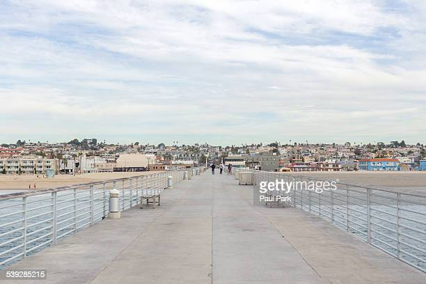 pier walkway, hermosa beach, ca - hermosa beach stock pictures, royalty-free photos & images