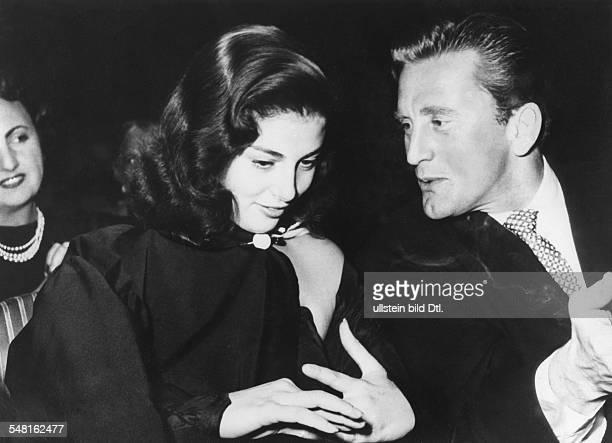 Pierangeli Anna Maria *19619321091971 Schauspielerin Italien mit Kirk Douglas bei einer Filmgala in Italien November 1952
