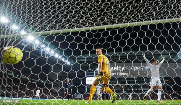 Pieros Sotiriou of FC Copenhagen celebrates when Benjamin Verbic of FC Copenhagen scores the 30 goal against Goalkeeper Aleksandar Jovanovic of AGF...