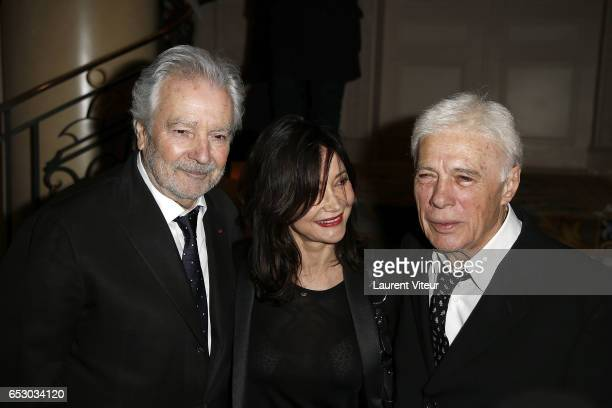 Pierre Arditi Evelyne Bouix and Guy Bedos attend 'La Recherche en Physiologie' Charity Gala at Four Seasons Hotel George V on March 13 2017 in Paris...