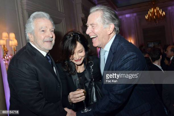 Pierre Arditi Evelyne Bouix and William Leymergie attend 'La Recherche en Physiologie' Charity Gala at Four Seasons Hotel George V on March 13 2017...