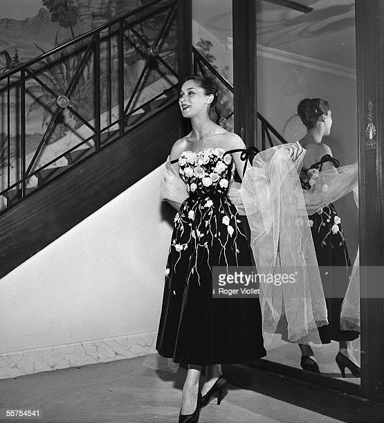 Pierre Balmain's evening dress Paris August 27 1952 RV711555