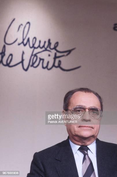 Pierre Bérégovoy invité de l'émission de télévision 'LHeure de vérité le 20 novembre 1985 à Paris France