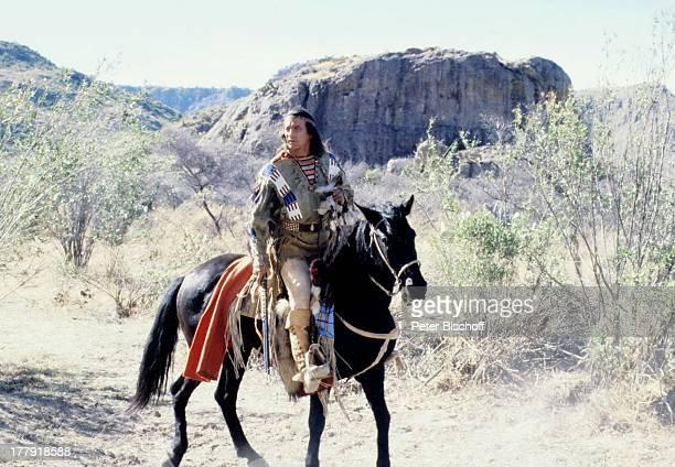 Pierre Brice ARDSerie Mein Freund Winnetou vom französischen Fernsehen Antenne 2 Folge 1 Blut und Sand Durango Mexiko Mittelamerika Amerika Pferd...
