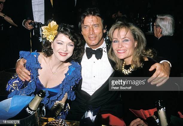 Pierre Brice Ehefrau Hella Brice Anja Kruse 'Deutscher Filmball 1989' 'Hotel Bayerischer Hof' München Bayern Deutschland Europa Smoking Abendkleid...
