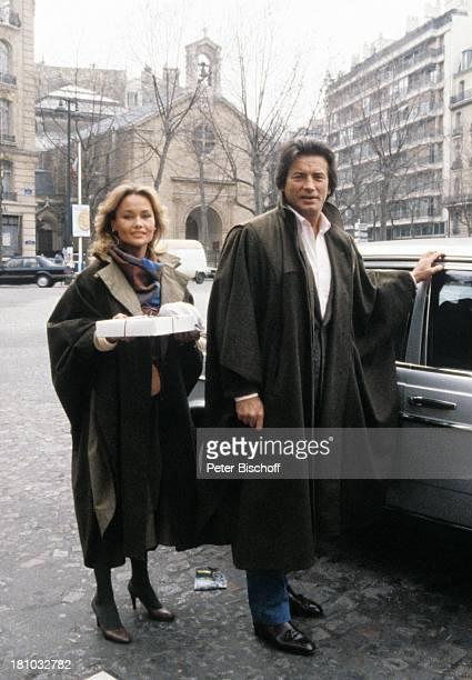 Pierre Brice Ehefrau Hella Brice Homestory Paris/Frankreich Mantel Auto Geschenk Schauspieler Schauspielerin Promis Prominente Prominenter HD