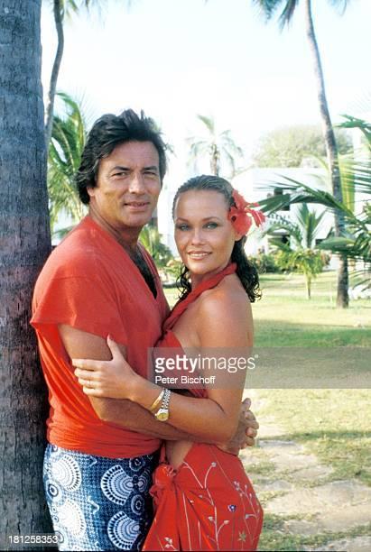 "Pierre Brice, Ehefrau Hella Brice, , neben den Dreharbeiten zur ZDF-Reihe ""Traumschiff"", Hotel ""Severin Sea Lodge"", Folge 8: ""Kenia"",..."
