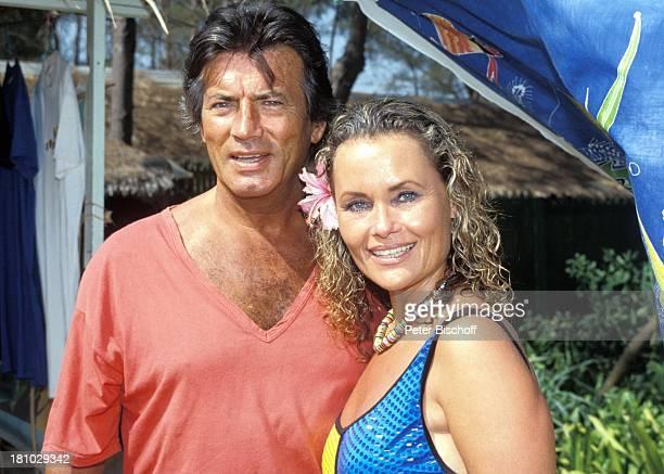 Pierre Brice Ehefrau Hella Brice Phuket/Thailand/Asien Blume Orchidee Schauspieler Schauspielerin Promis Prominente Prominenter HD