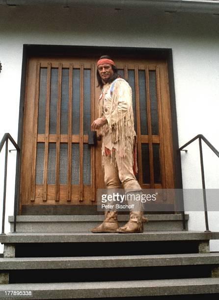 Pierre Brice Ferienbunglaow Elpse Sauerland NordrheinWestfalen Deutschland Europa IndianerKostüm Schauspieler