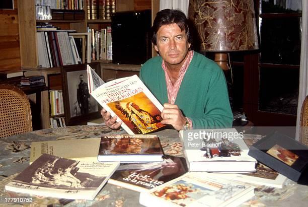 Pierre Brice Homestory Landhaus Orleans bei Paris Frankreich Europa Bücher über Indianer Schauspieler ProdNr 197/1990