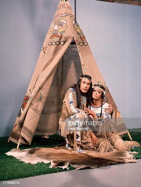 Pierre Brice Marie Versini ARDShow Rudi CarrellShow 20 Folge Schule Deutschland Europa IndianerZelt Kostüm Schauspieler Schauspielerin