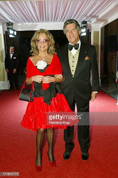 Pierre Brice Mit Ehefrau Hella Bei Der Radio Regenbogen Benefizgala Ball Der Sterne Mit Dem Motto Royal Night
