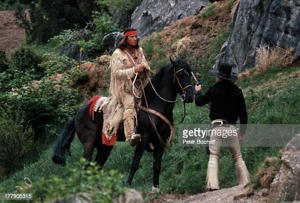 Pierre Brice mit Pferd Juanito Name auf Wunsch Karl MayFilm Winnetou Der Schatz im Silbersee Elpse Sauerland NordrheinWestfalen Deutschland Europa...