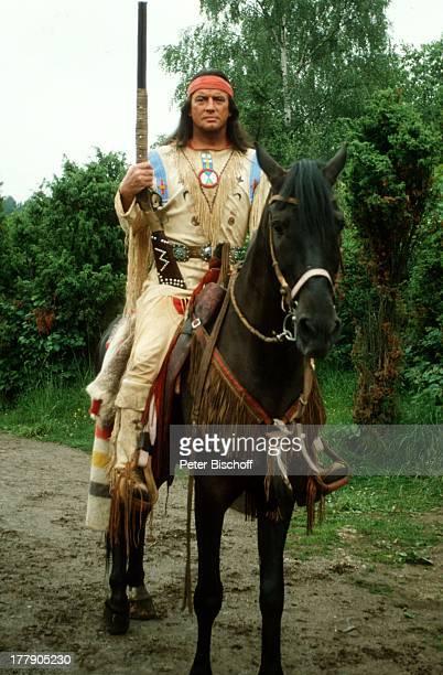 Pierre Brice Pferd Juanito Karl MayFilm Winnetou Der Schatz im Silbersee Elpse Sauerland NordrheinWestfalen Deutschland Europa Spielszene Tier reiten...