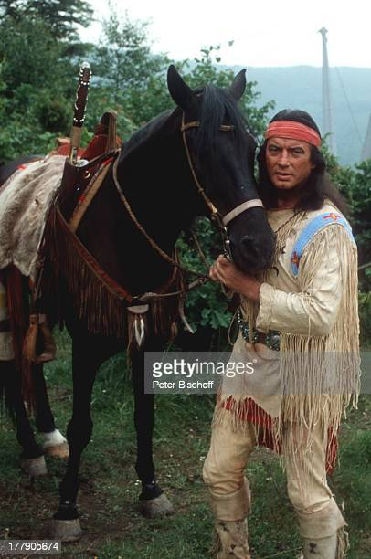 Pierre Brice Proben für den Karl MayFilm Winnetou III Elspe Sauerland NordrheinWestfalen Deutschland Europa Pferd Tier Zügel IndianerKostüm Schmuck...