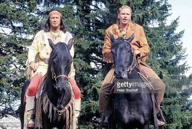 Pierre Brice Thomas Gottschalk ZDFKinofilm Zärtliche Chaoten Wörthersee Kärnten Pferd Tier reiten IndianerKostüm Stirnband Schauspieler...