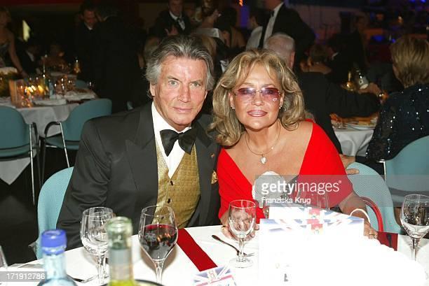 Pierre Brice Und Ehefrau Hella Bei Der Radio Regenbogen Benefizgala Ball Der Sterne Mit Dem Motto Royal Night