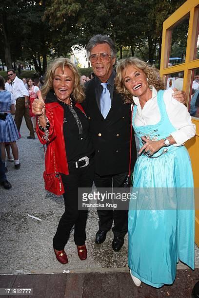 Pierre Brice Und Ehefrau Hella Beim Condor Stammtisch Im Hippodrom Auf Dem Oktoberfest In München Am 220907