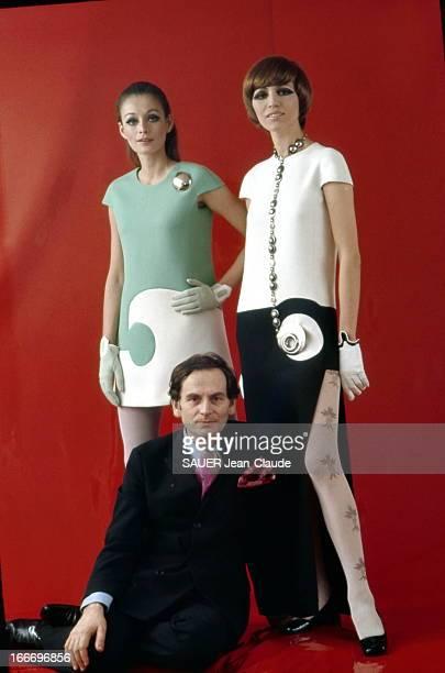 Pierre Cardin At The Conquest Of The United States La mode Pierre CARDIN qui pose ici avec deux modèle bestsellers la robe géométrique à g et la robe...