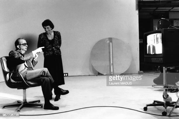 Pierre Desgraupes invité d'Anne Sinclair pour l'émission 'Questions à Domicile' qui se déroule exceptionnelement aux studios des Buttes Chaumont