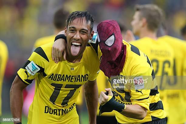 Pierre Emerick Aubameyang Borussia Dortmund und Kevin Großkreutz Grosskreutz Borussia Dortmund mit Spiderman Maske Fussball supercup Borussia...