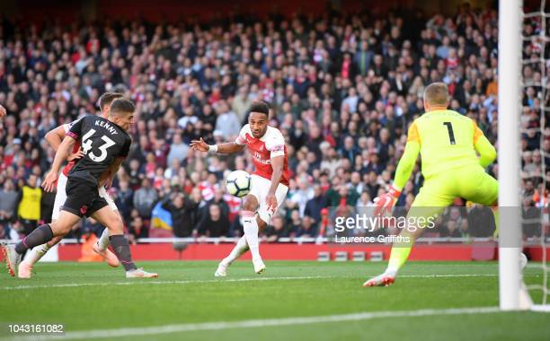 Pierre Emerick Aubameyang of Arsenal scores the second goal past Jordan Pickford of Everton during the Premier League match between Arsenal FC and...