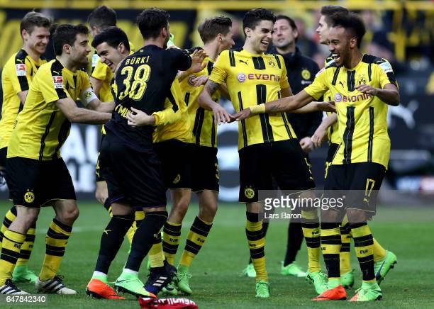 Pierre Emerick Aubameyang of Dortmund and his team mates celebrate after winning the Bundesliga match between Borussia Dortmund and Bayer 04...