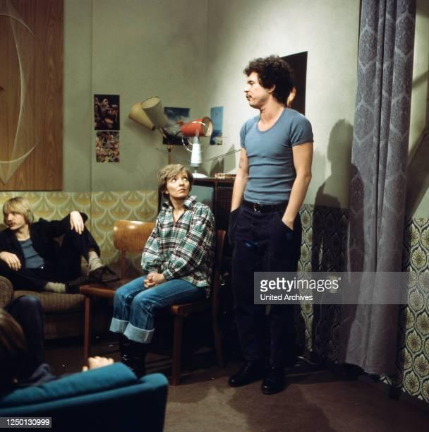 Pierre Franckh Karin Anselm als Psychologin Frau Brocker und Ronald Nitschke in Block 7 Eingeliefert zur Vollstreckung Regie Hartmut Griesmayr 1976