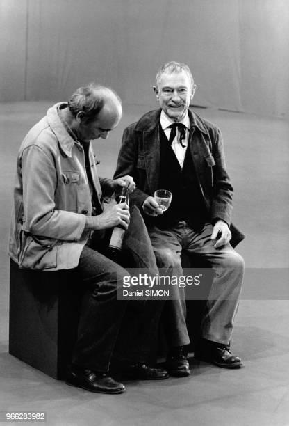 Pierre Fresnay et Paul Crauchet sur le plateau de tournage du telefilm Le Jardinier de Antoine Leonard Maestrati dans lequel il incarne un gardien de...