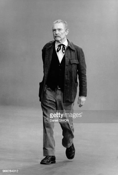 Pierre Fresnay sur le plateau de tournage du telefilm Le Jardinier de Antoine Leonard Maestrati dans lequel il incarne un gardien de square le 30...
