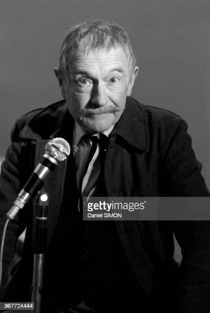 Pierre Fresnay sur le plateau de tournage du telefilm 'Le Jardinier' de Antoine Leonard Maestrati dans lequel il incarne un gardien de square le 30...