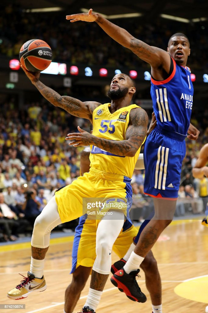 Pierre Jackson, #55 of Maccabi Fox Tel Aviv competes with Ricky Ledo, #1 of Anadolu Efes Istanbul during the 2017/2018 Turkish Airlines EuroLeague Regular Season Round 7 game between Maccabi Fox Tel Aviv and Anadolu Efes Istanbul at Menora Mivtachim Arena on November 14, 2017 in Tel Aviv, Israel.