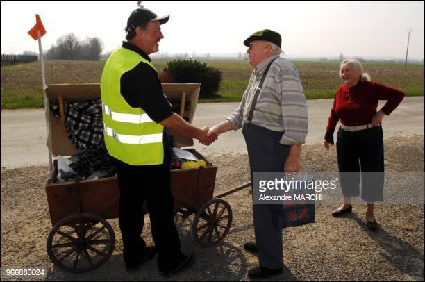 Pierre Kany 54 ans au chomage depuis un an et demi est parti de Hellimer en Moselle le 5 mars Il devrait arrive a Paris dimanche soir pour se rendre...