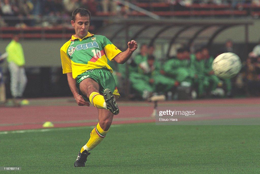 JEF United Ichihara v Kashima Antlers - J.League 1994 : ニュース写真