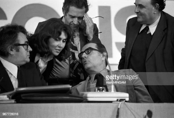 Pierre Mauroy Edith Cresson et François Mitterrand lors du congès du Parti Socialiste à Nantes les 17 18 et 19 juin 1977 France