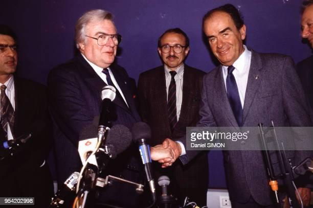 Pierre Mauroy et Georges Marchais lors de la signature d'un accord PS-PC à Paris le 12 janvier 1989, France.