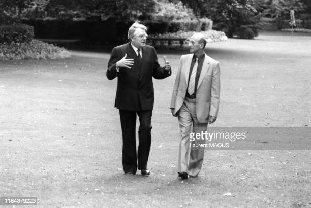 Pierre Mauroy et Henri Krasucki dans les jardins de l'Hotel Matignon à Paris le 27 aout 1982, France.