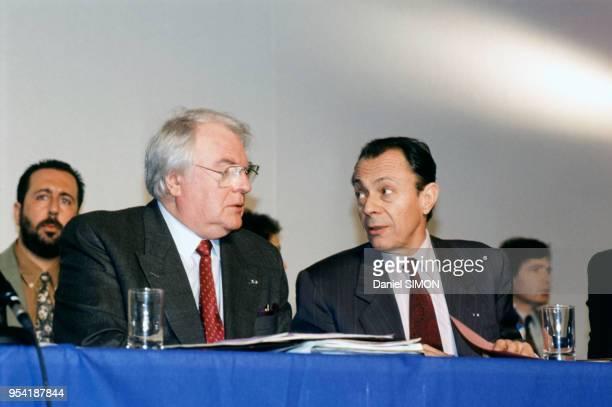 Pierre Mauroy et Michel Rocard, à Cachan, France le 6 avril 1991.